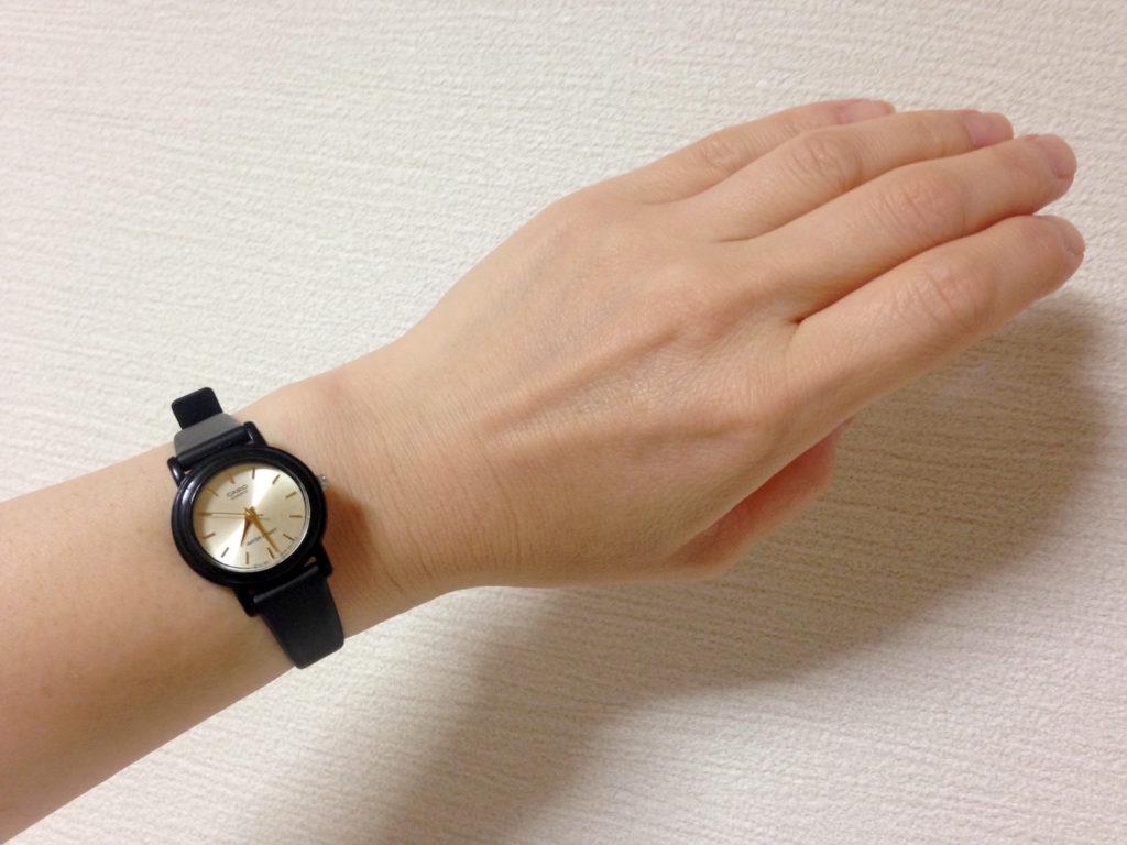 黒色の腕時計