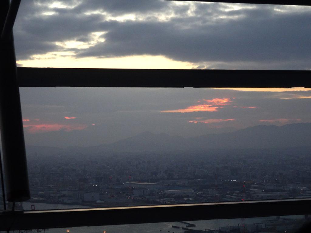 曇り空の初日の出