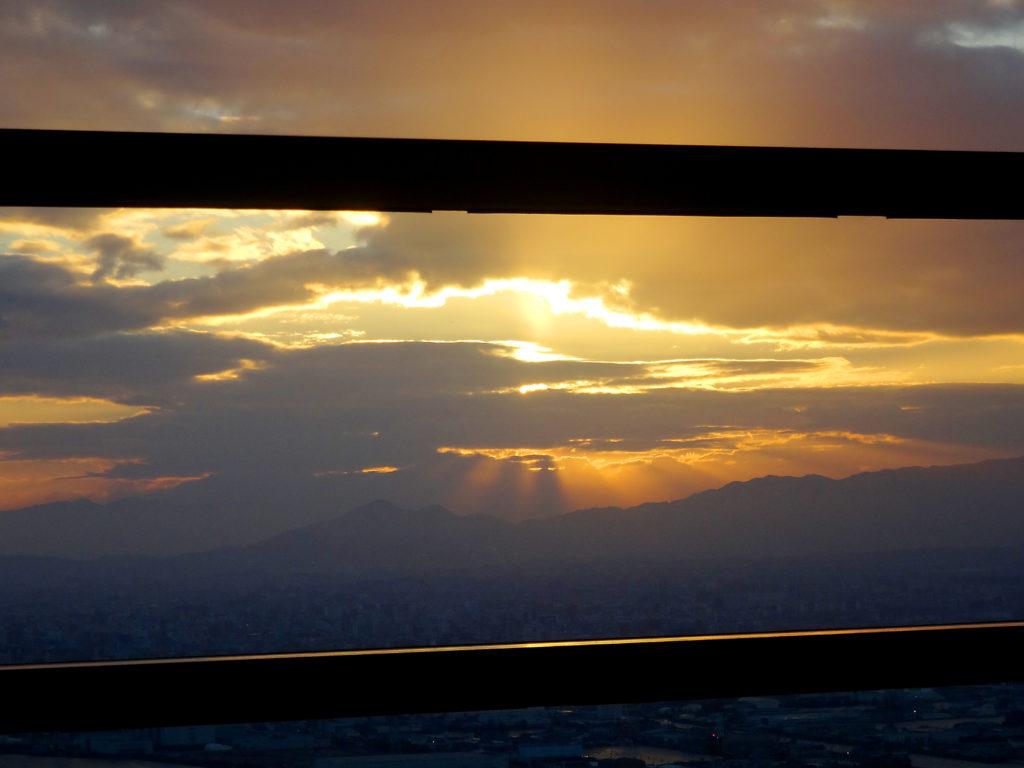 雲間から見えた初日の出2