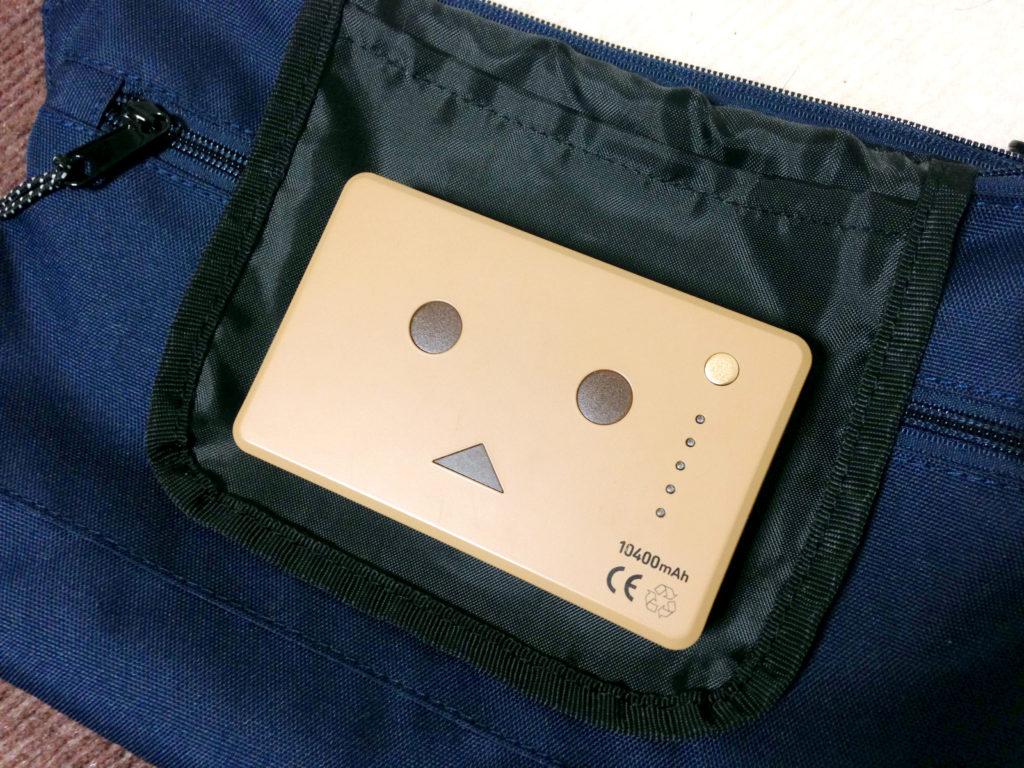 内ポケットとモバイルバッテリーの大きさの比較