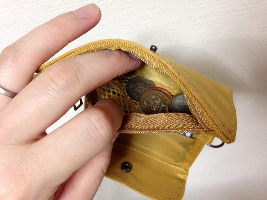 ポリエステルトラベル用ウォレットの小銭入れ部分